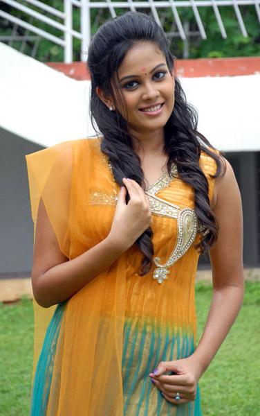 new telugu actress chandini kalicharan movie heroine stills4