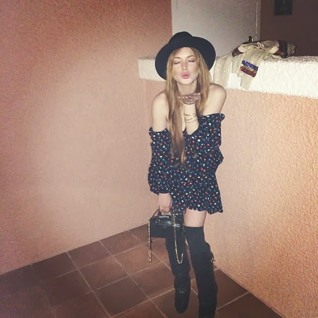Lindsay Lohan manda besos en la red instagram