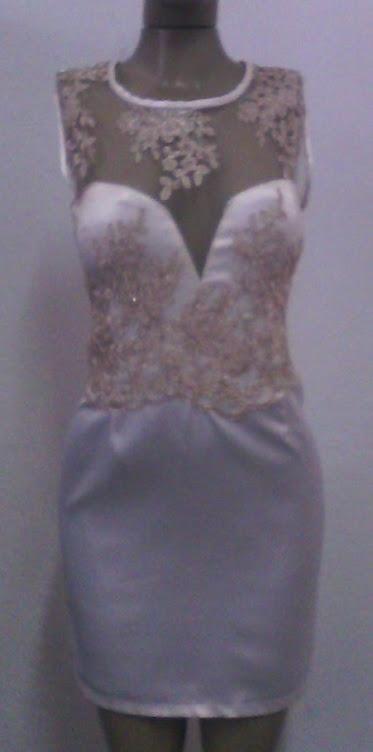 vestido de cetim com tyle
