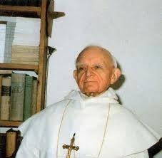 J.E. ks. bp Guerard des Lauriers