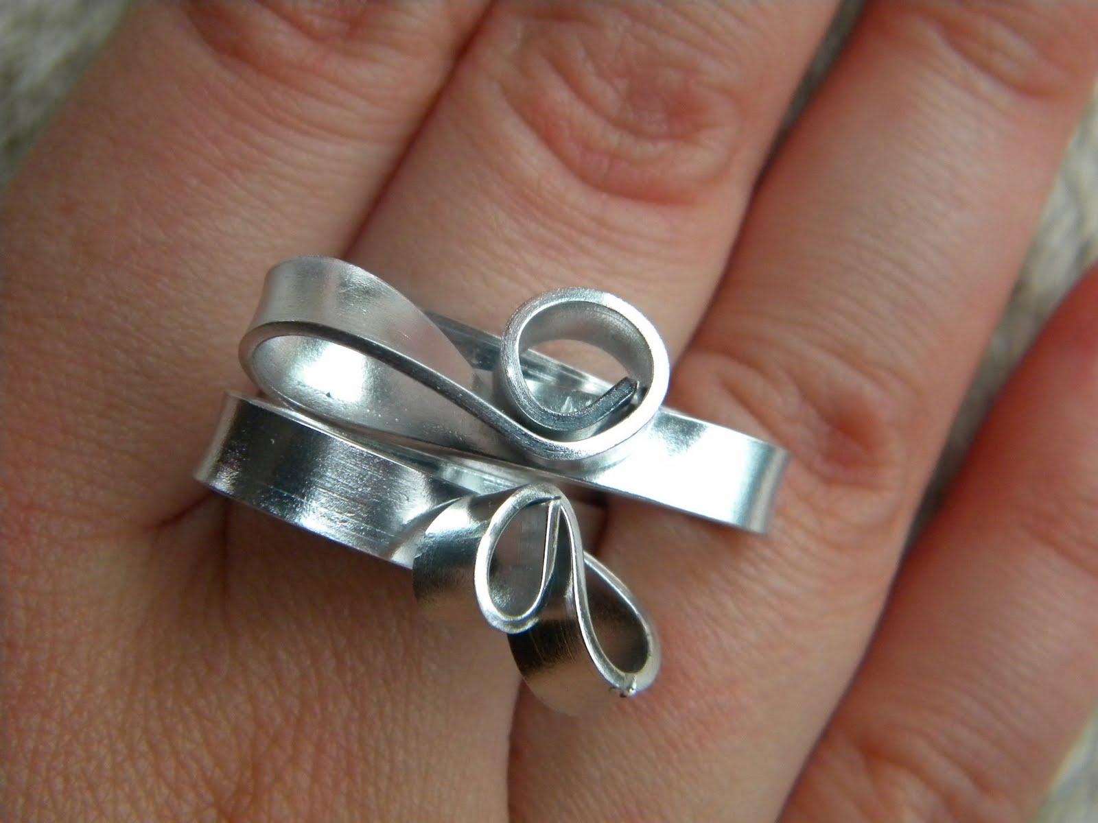 bijoux en fil d 39 aluminium bagues boucles d 39 oreilles colliers bracelets fait main bague akron. Black Bedroom Furniture Sets. Home Design Ideas