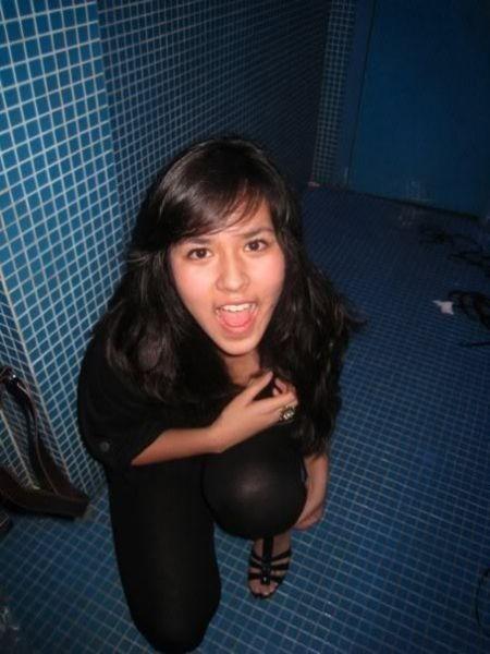 Foto Raisa Andriana Di kamar mandi