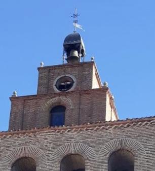 El viento se lleva el reloj de la torre