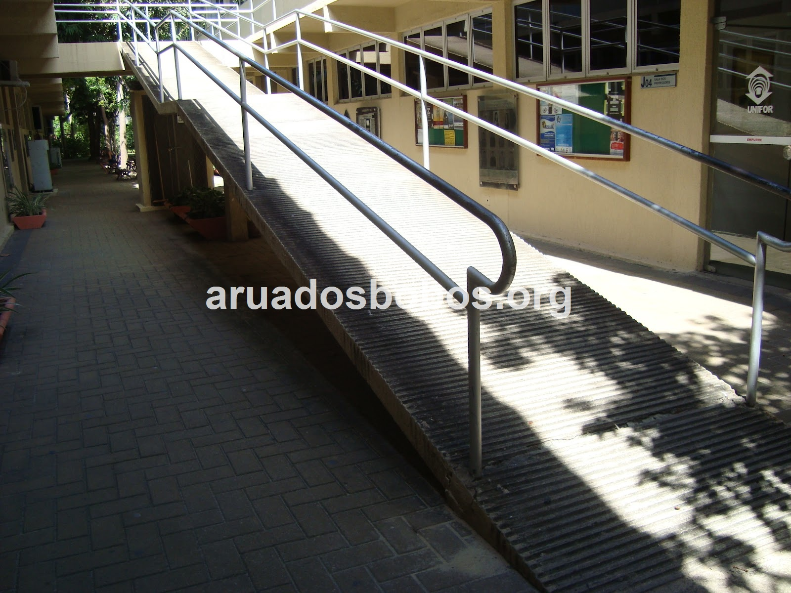 Rua dos Bobos: Acessibilidade na Unifor. Cadê? #7F6F4C 1600x1200 Banheiro Acessibilidade Bloco Cad