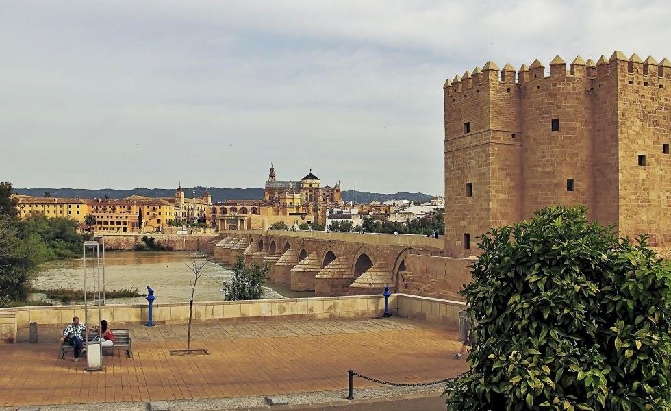 La Torre de la Calahorra y el Puente Romano de Córdoba