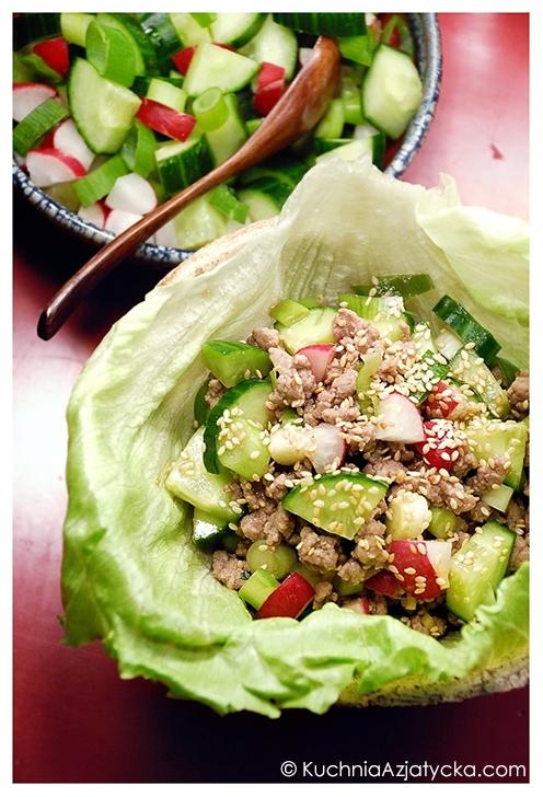 Sałatka z wieprzowiny w sosie hoisin i przyprawie pięciu smaków © KuchniaAzjatycka.com