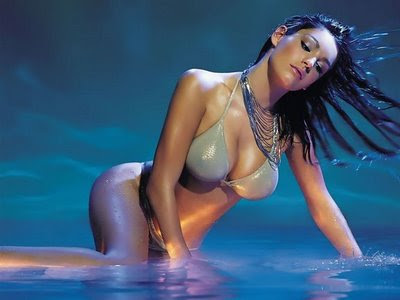Hollywood Actresses in Bikini Images