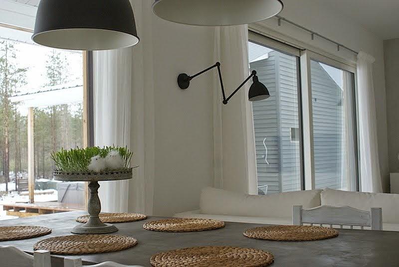 ikea hektar lamppu, pääsiäinen, valkoiset verhot, musta seinävalaisin
