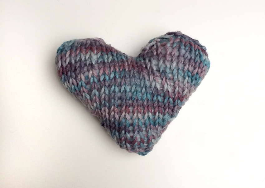 Knitting Pattern For Heart : debbie hill: mini knitted hearts