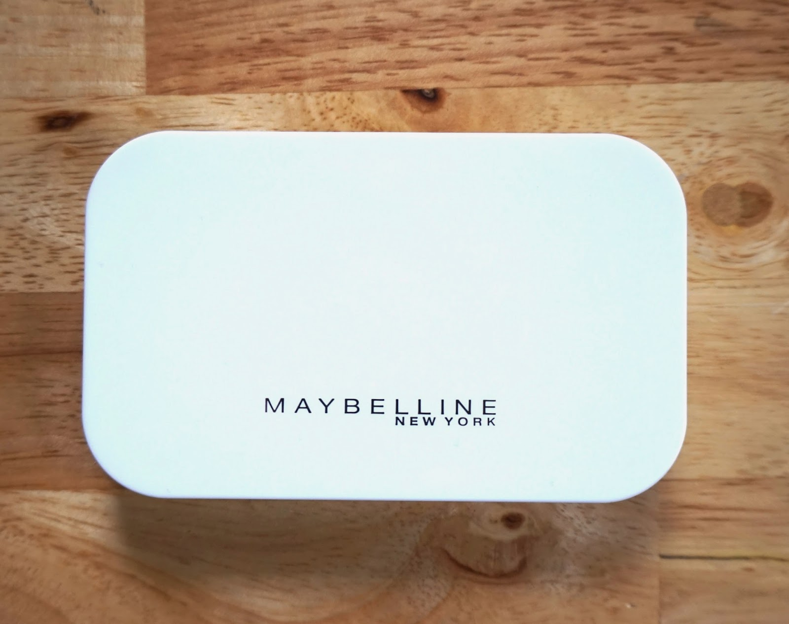 Maybelline White Superfresh Powder Foundation in Honey 04 Review + ...
