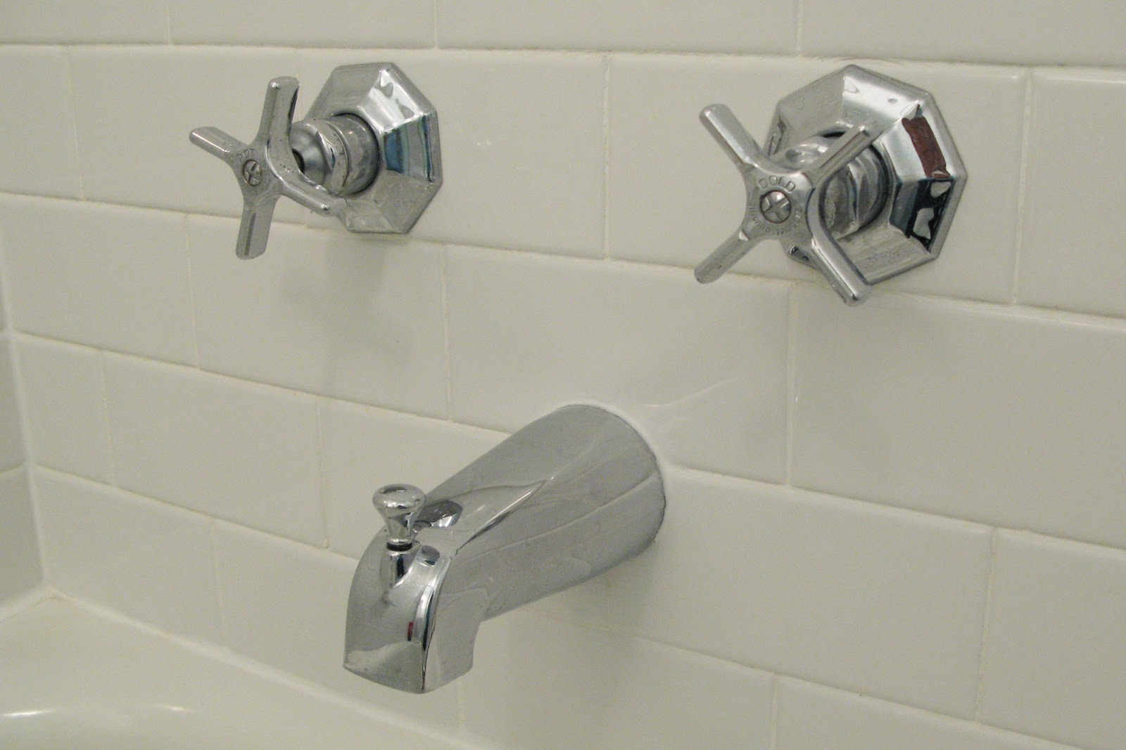 love the vintage style of the tub faucet and tried to duplicate it ...