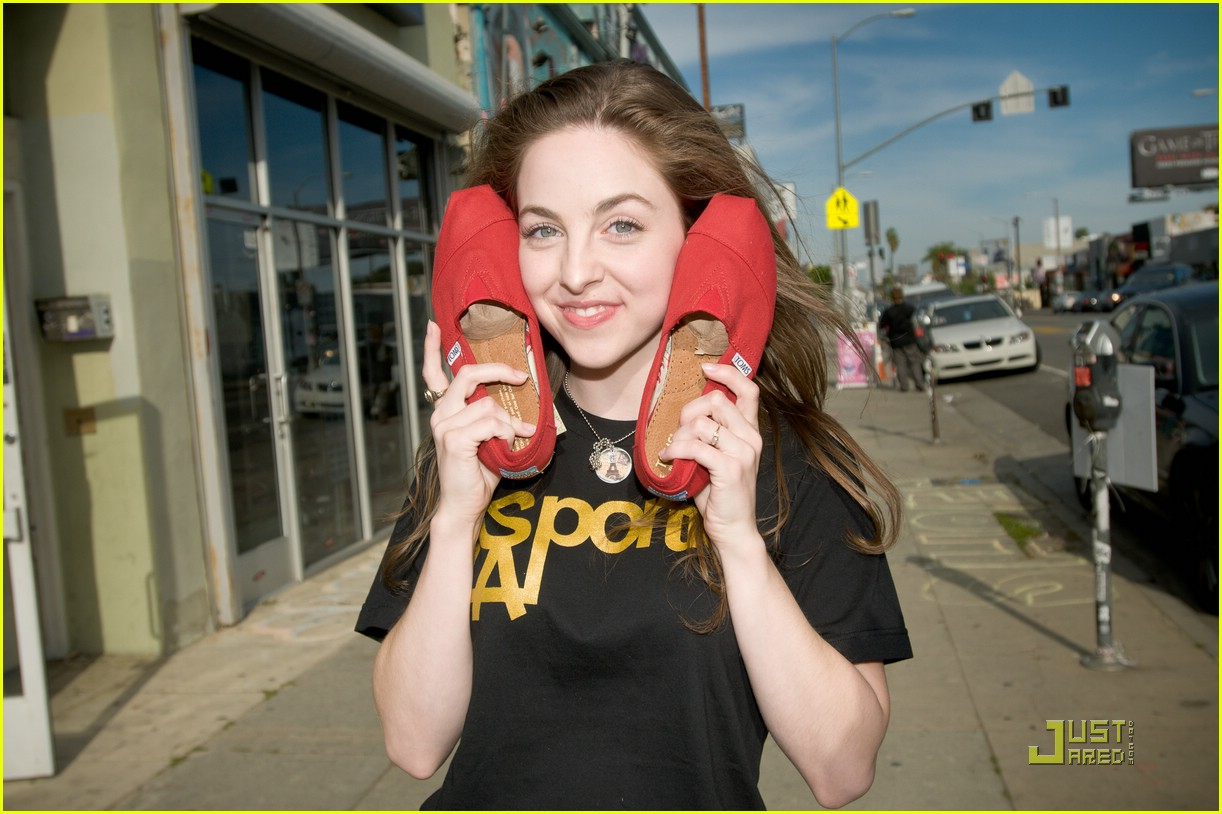 http://1.bp.blogspot.com/-Mbj0jd6Wd8w/Ta4vndtvQXI/AAAAAAAAHSE/yK0elC2IeYY/s1600/brittanyshoes.jpg