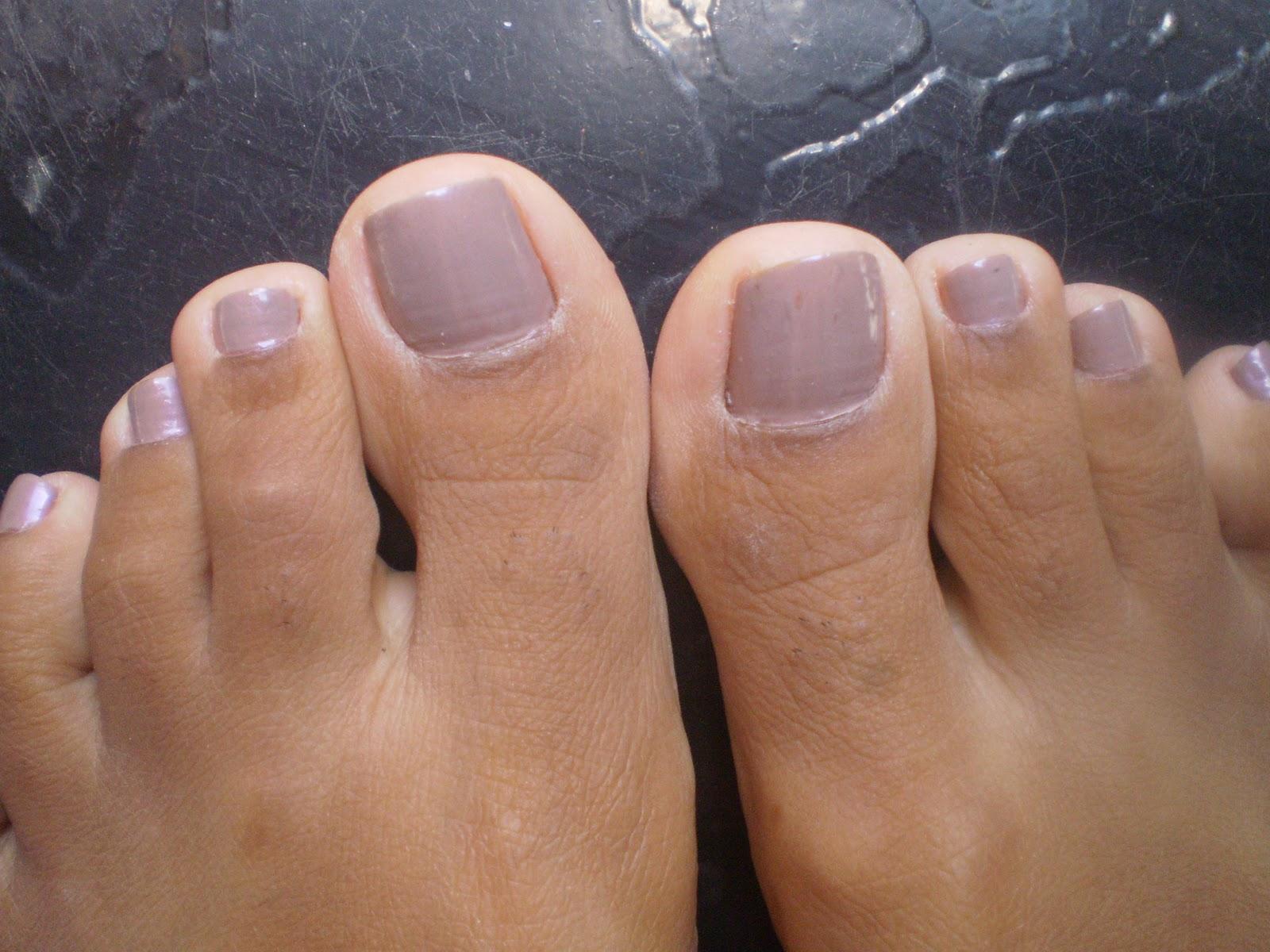 image Meus pezinhos de unhas vermelhas e sandalia para voces