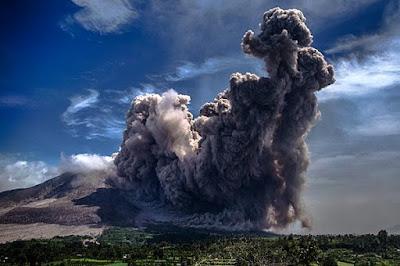 Abu Gunung Raung Mengguyur Kawasan Gunung Anyar Dan Sekitarnya