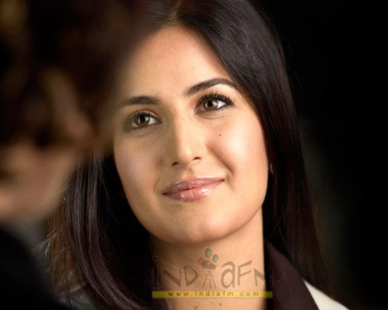 http://hollywoodbollywoodactress-fashion.blogspot.com/2012/05/katrina-kaif.html