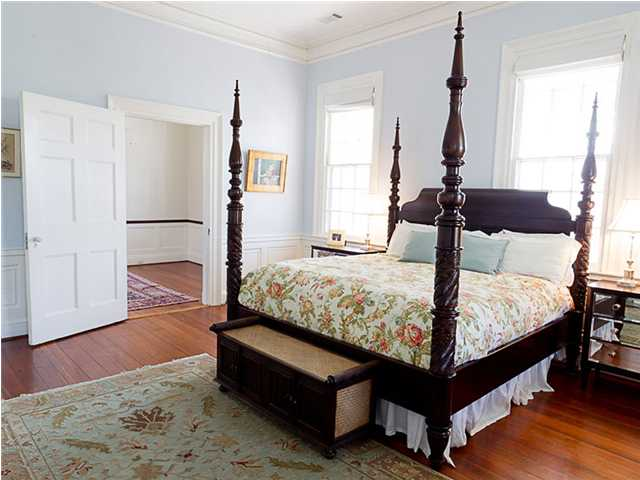 Bedroom with large king sized bed in the House From The Notebook