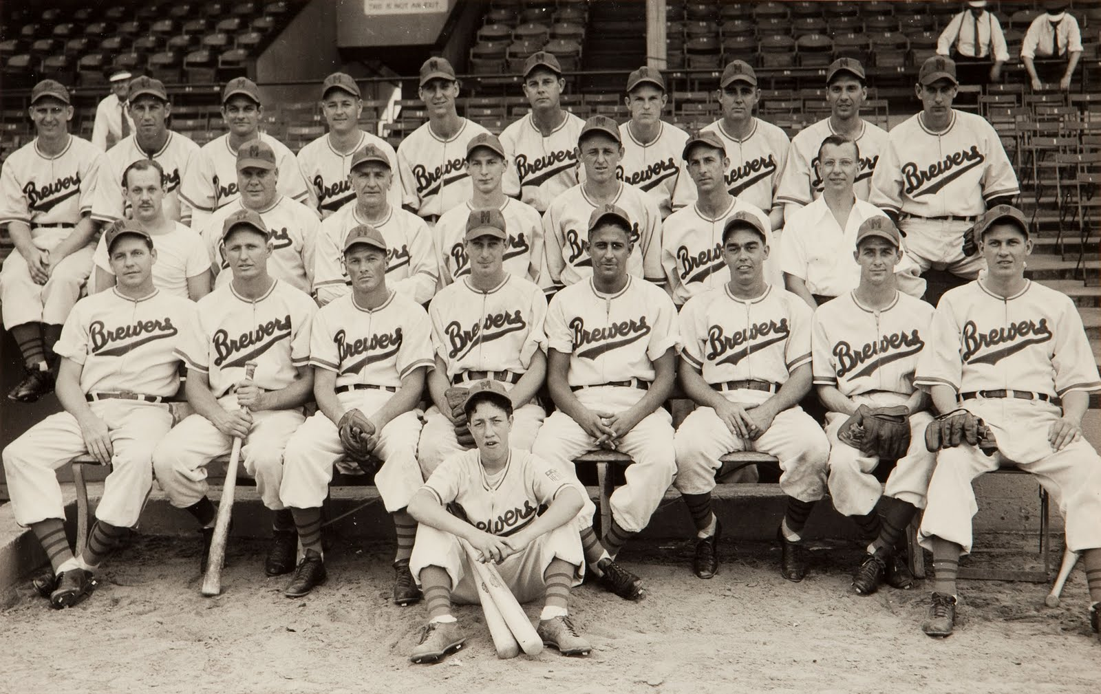 1944MilwaukeeBrewers.jpg