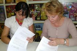 ASSINANDO CONTRATO COM A GRAVADORA MK MUSIC (26/05/2010)-FOTO EU E Sra  YVELISE (DONA DA MK MUSIC)