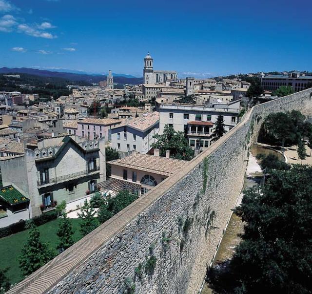 La muralla. Encants de Girona
