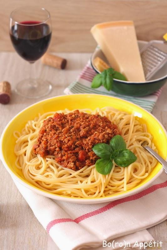 Spaghetti z sosem pomidorowym i mięsem