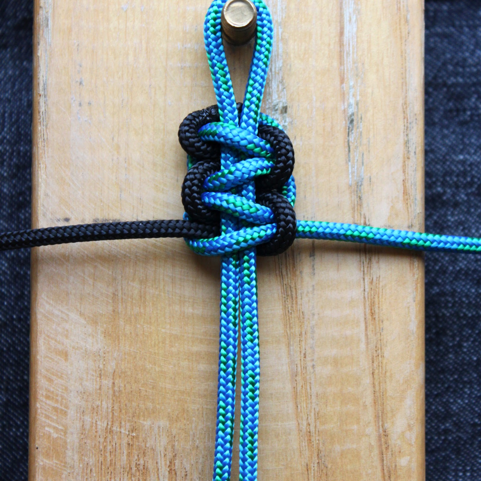 Love is in the details paracord survival bracelet tutorial for Paracord projects