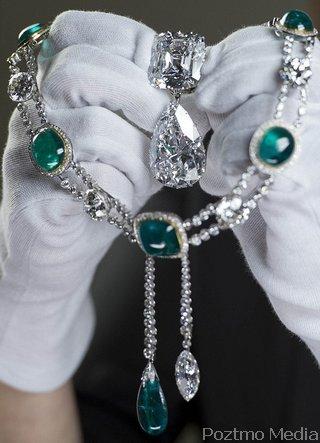 Kalung Berlian Kerajaan inggris