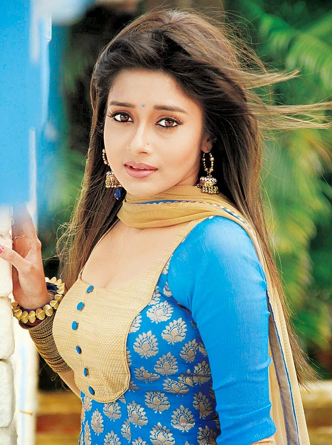 Beautiful Tina Dutta HD Wallpaper