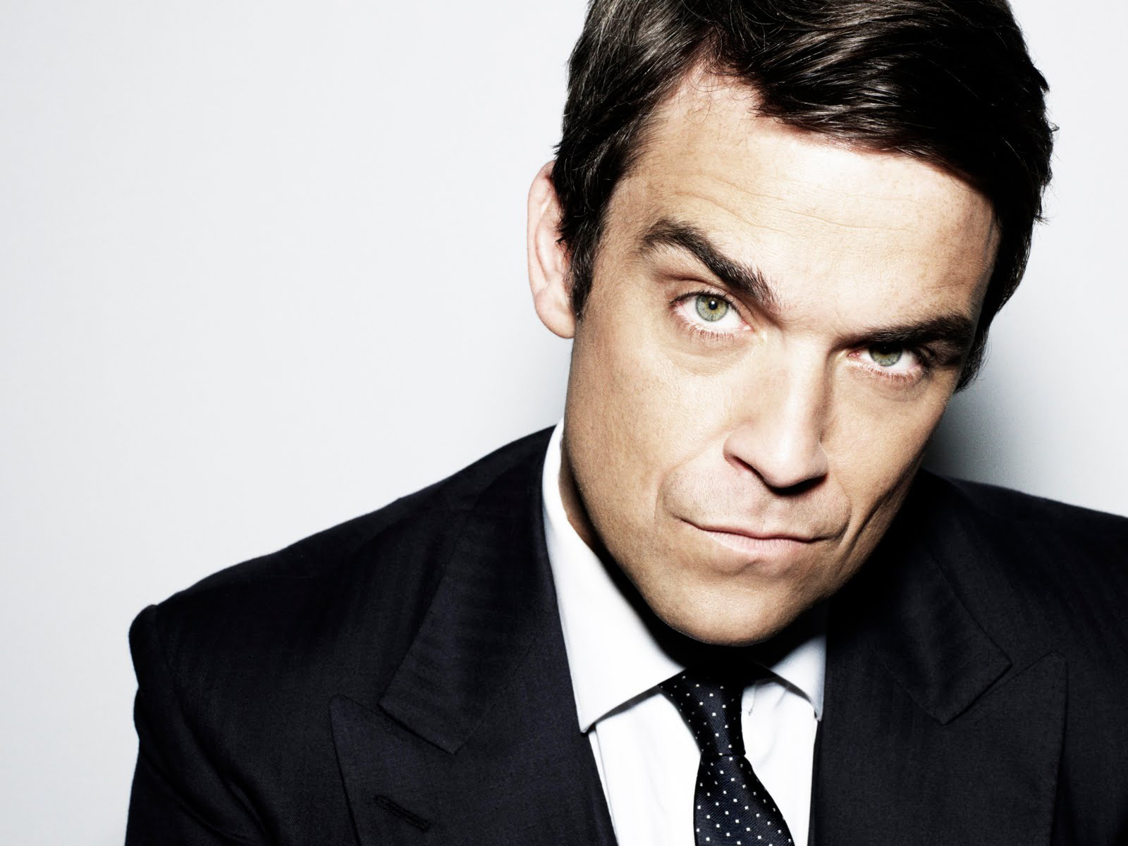 http://1.bp.blogspot.com/-Md2sfDJ7AjA/TuXKBZwgA5I/AAAAAAAAAoo/MHi654iTRfk/s1600/Robbie-Williams-pictures-desktop-Wallpapers-HD-photo-images-1.jpg