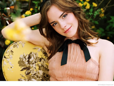 Emma Watson Sweet babe Wallpapers