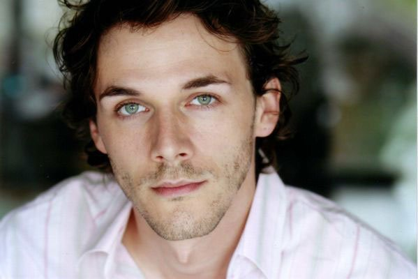 Pink fox patrol samuel theis french actor in un village francais - Acteur un village francais ...