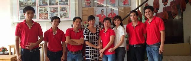 Nguyễn Thị Hồng Dung và đội ngũ nhân viên của mình