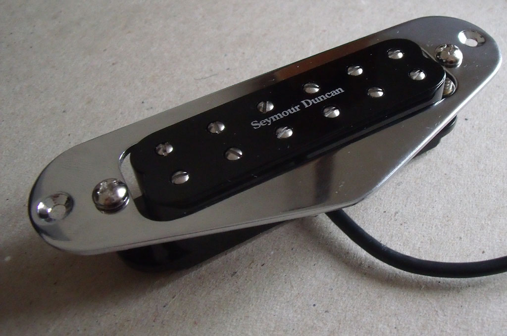 Speedster guitar pickup replacement seymour duncan little 59 the lower panel is attached to the body by 2 screws and has a cavity allowing the bridge earth wire and pickup wires through to the controls asfbconference2016 Gallery