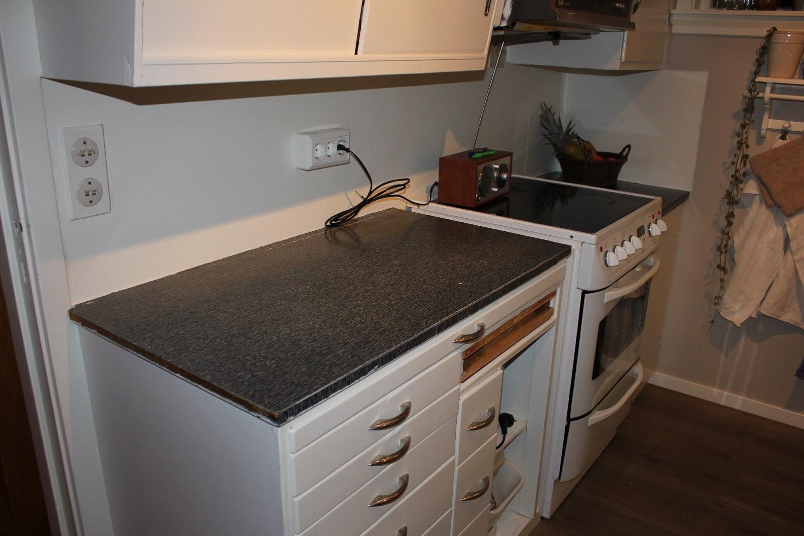 Skapartrong: Benkeplata på kjøkenet
