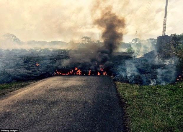 http://www.liataja.com/2014/10/foto-lahar-panas-menyerang-penduduk-pulau-hawai.html