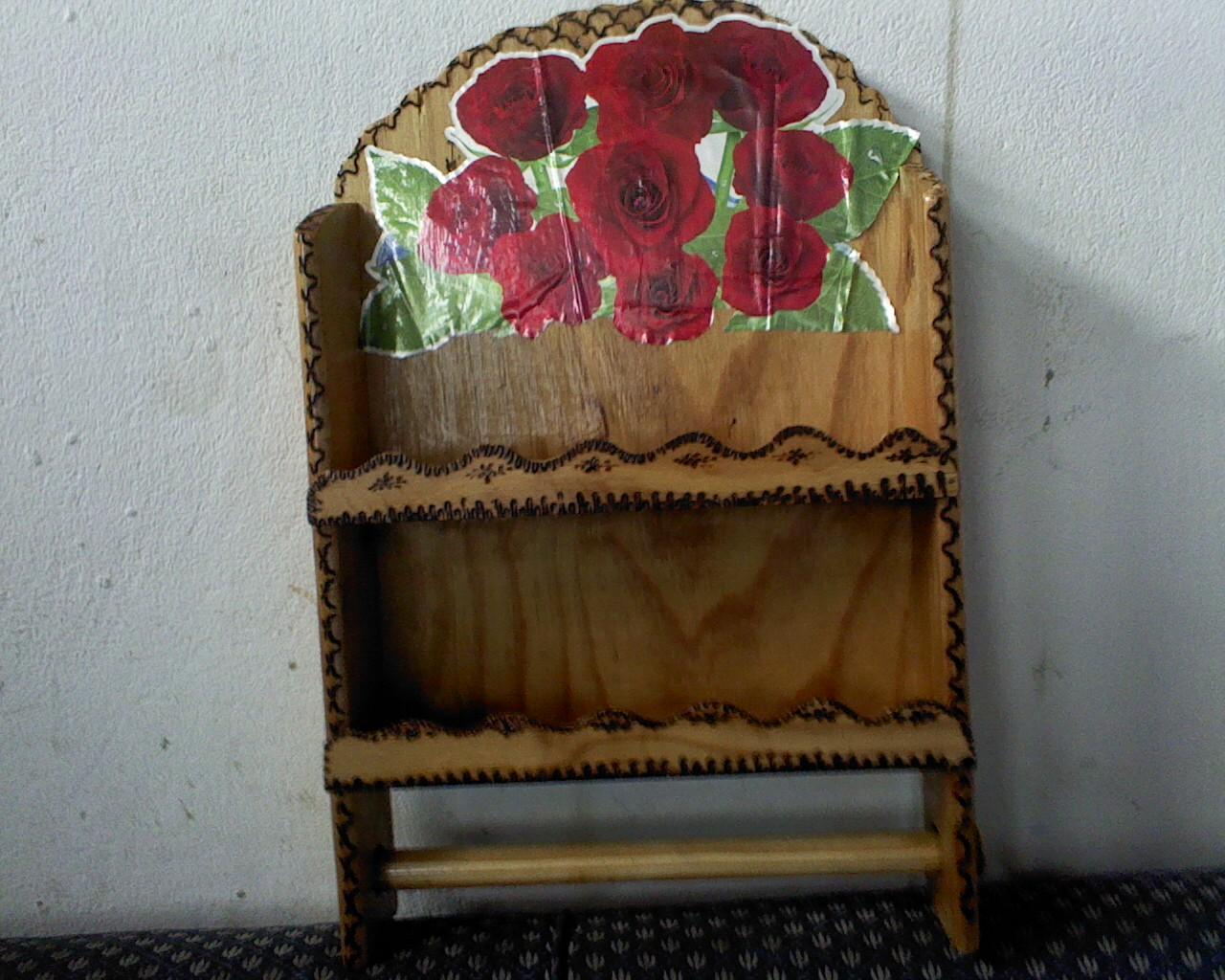 Rosi croch e eva porta condimentos e papel toalha de madeira for O que e porta condimentos