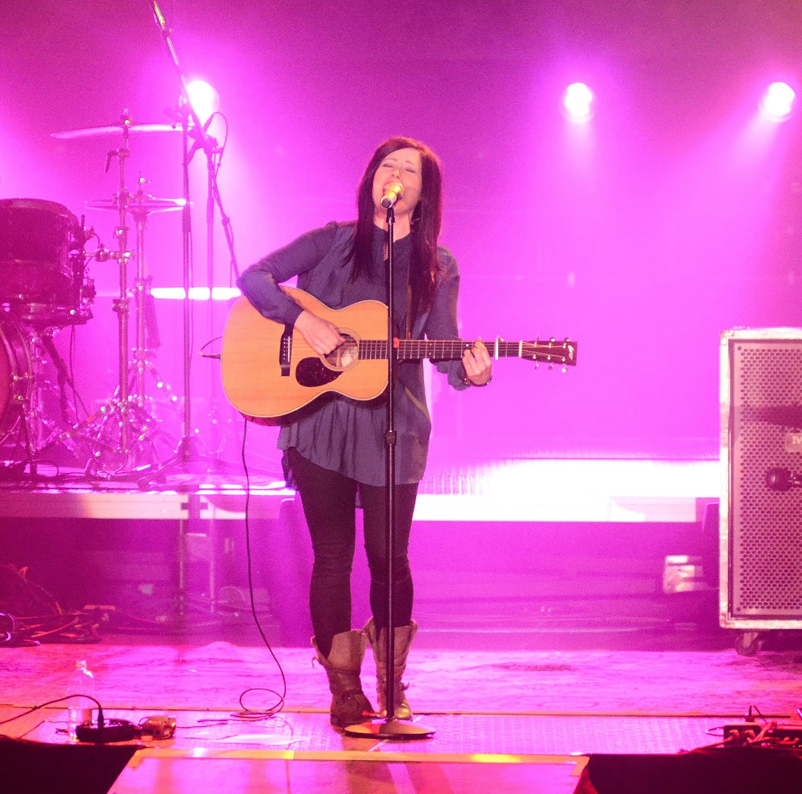 Kari Jobe - Majestic Live 2014 live album with guitar