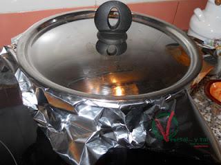Tapar y terminar de cocer a fuego mínimo.