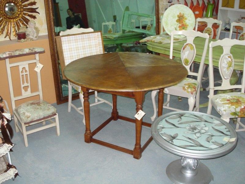 Mesa de sal n redonda en madera - Salon mesa redonda ...