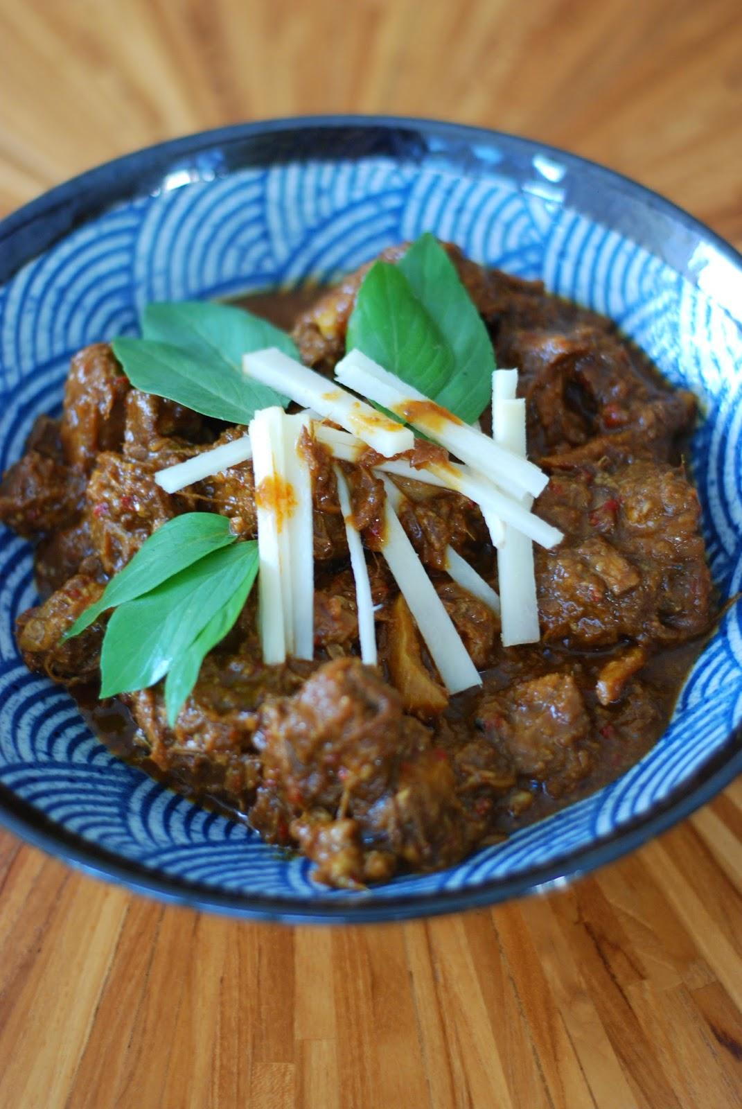 recipe: kaeng hung leh/ burmese- thai pork curry