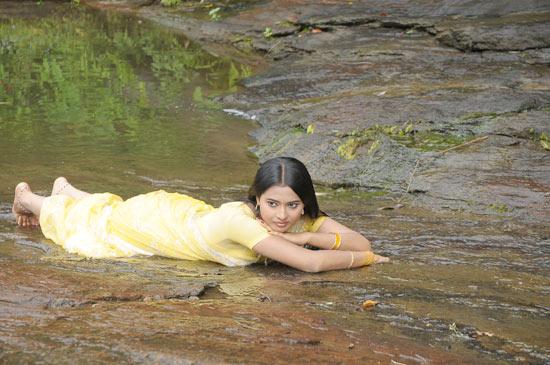 kadhalai kadhalikkiren movie anjali joyi saree hot photoshoot