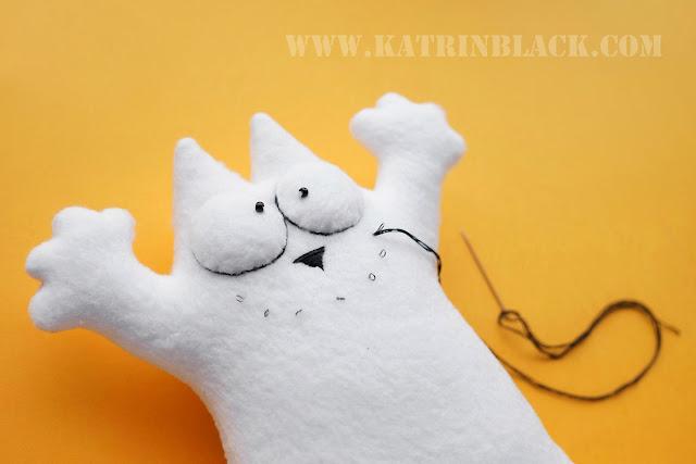 Как сшить игрушку - кота Саймона своими руками? Вышиваем ротик