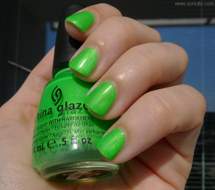 Todo Sobre Manos y Pies: Diseño de Uñas de color Verde Neon