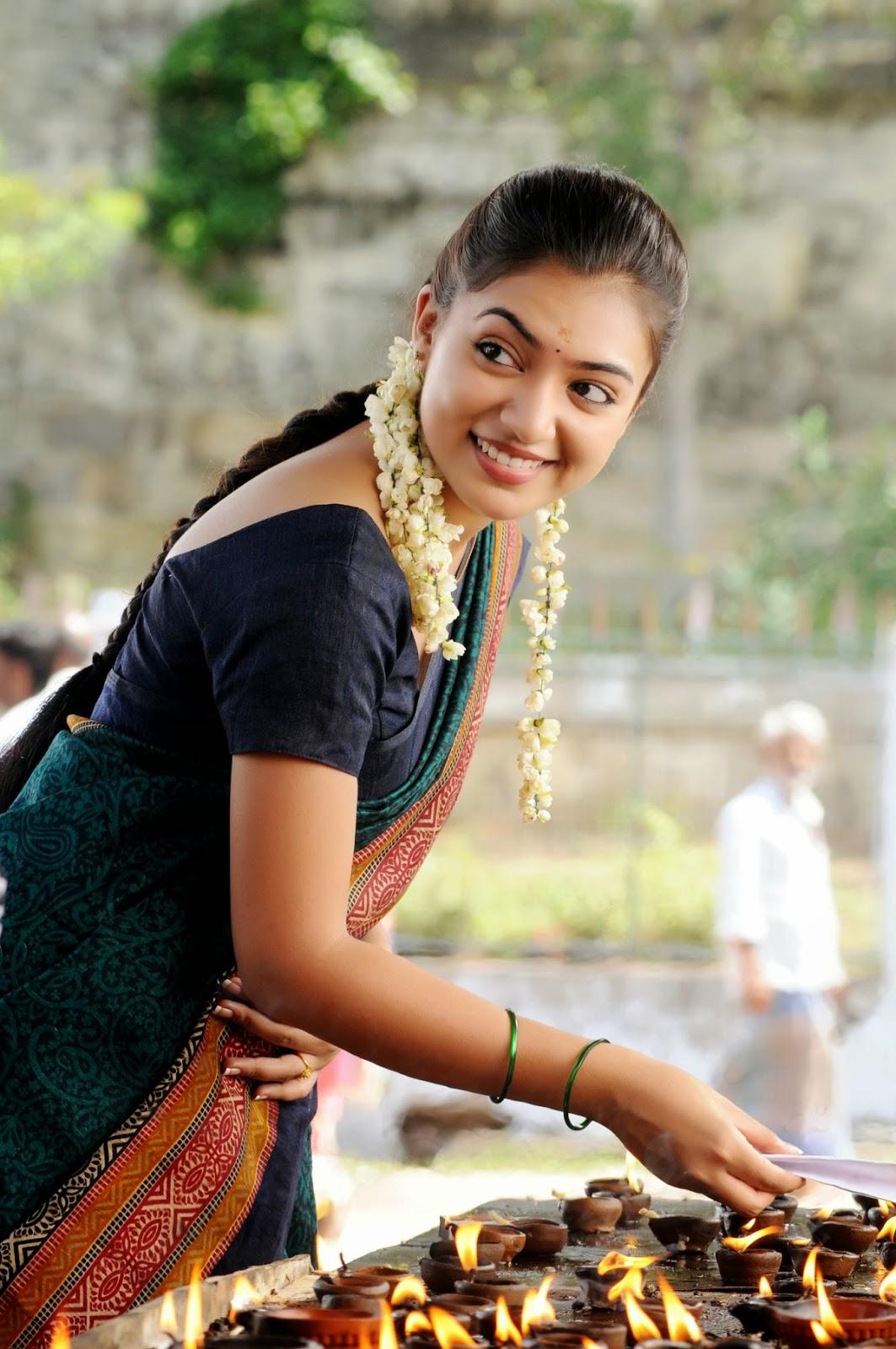 ... controversial hot navel show in saree from Naiyandi Tamil movie stills
