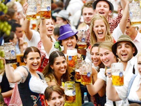 tham gia lễ hội Oktoberfest