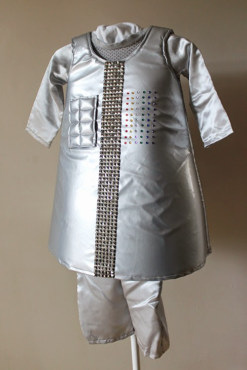 Sew a Robot costume for Halloween from PDF patterns you already have on hand, and make your child comfortable (and able to sit!) by using foam instead of cardboard for shape! | The Inspired Wren