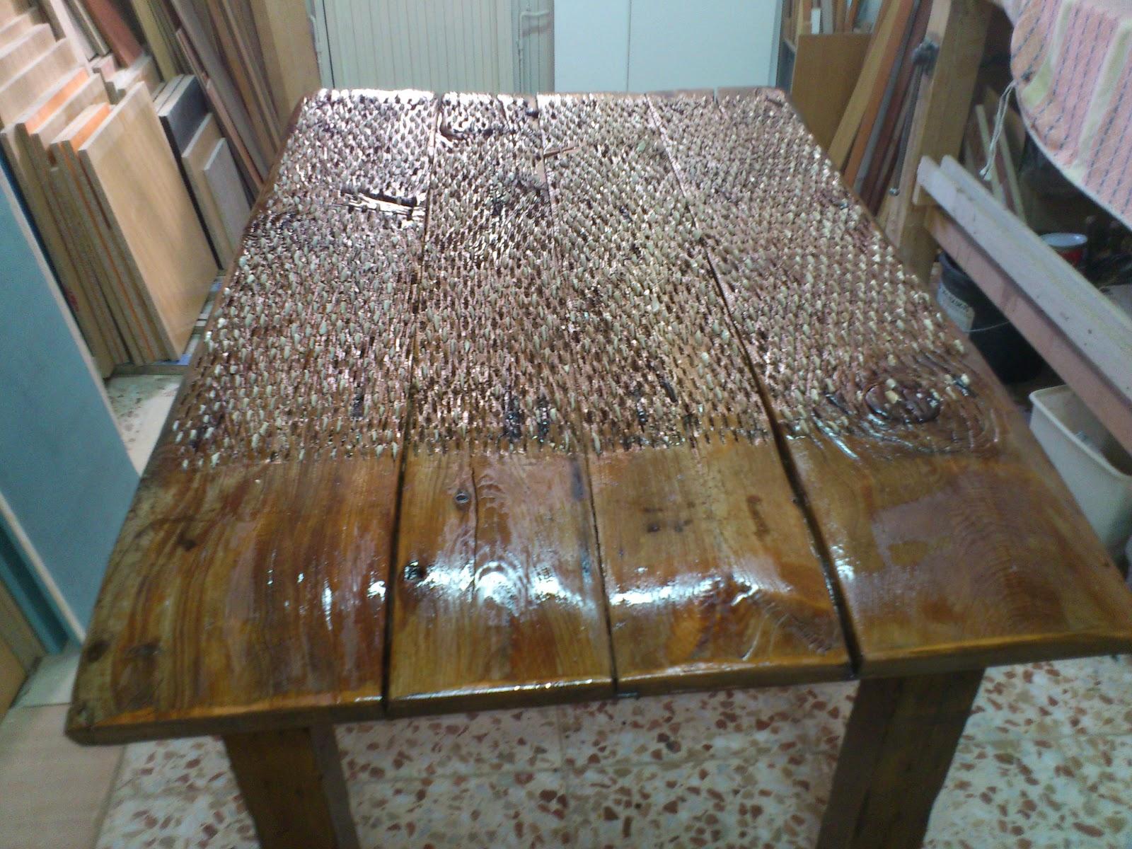 Muebles a medida estructura de madera con cuatro patas y for Como restaurar una mesa de madera