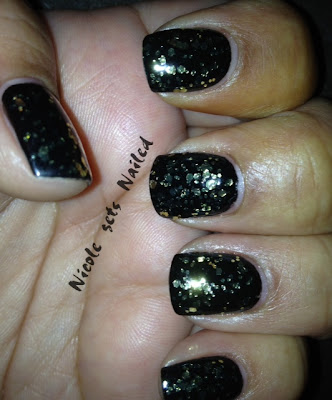 Gold Glitter on Black Nails