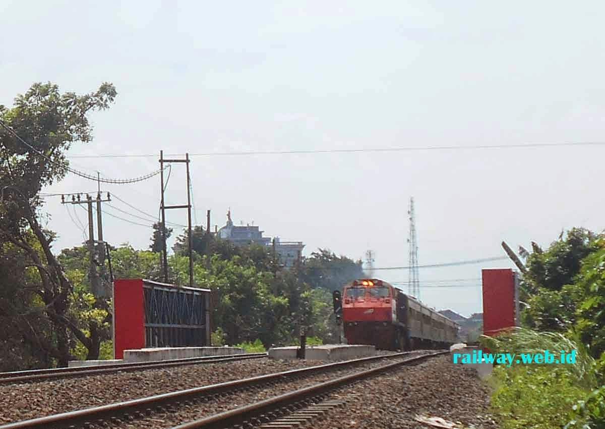 gambar lokomotif CC2018348