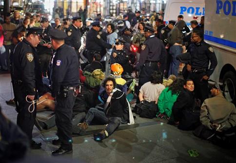 """PROTESTOS EM NOVA IORQUE NOS SEIS MESES DO """"OCCUPY WALL STREET"""""""