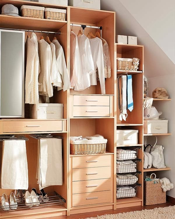 Closets modernos de madera para j venes decorar tu for Interiores de closet de madera